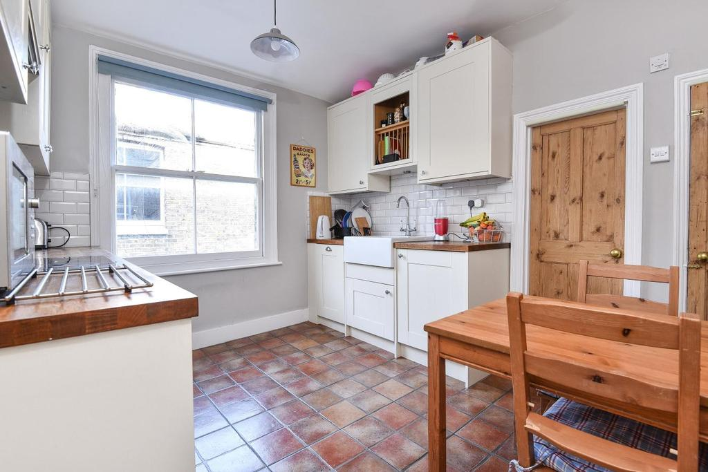 3 Bedrooms Flat for sale in Charlmont Road, Tooting