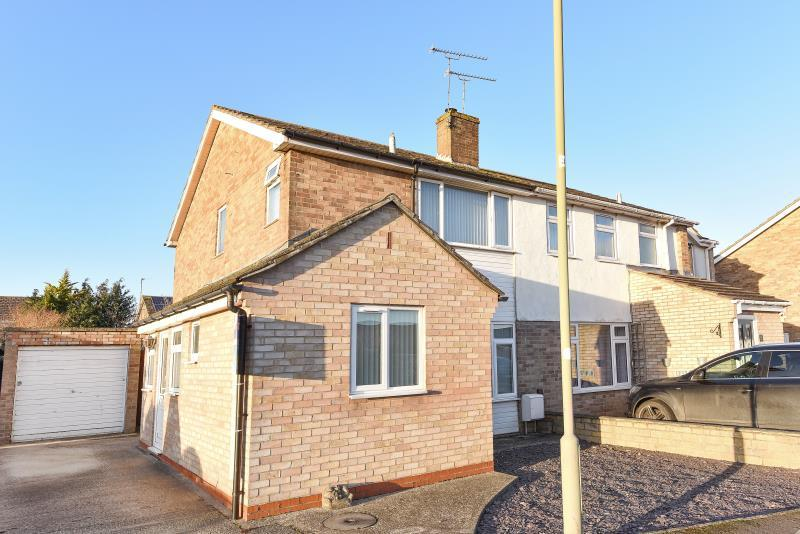 3 Bedrooms Semi Detached House for sale in Clarkston Road, Carterton, Oxon