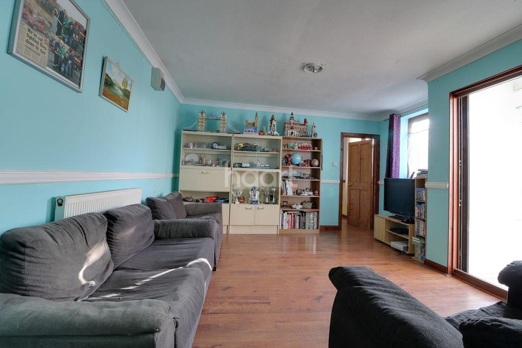 5 Bedrooms Detached House for sale in Burton Street, Lowestoft