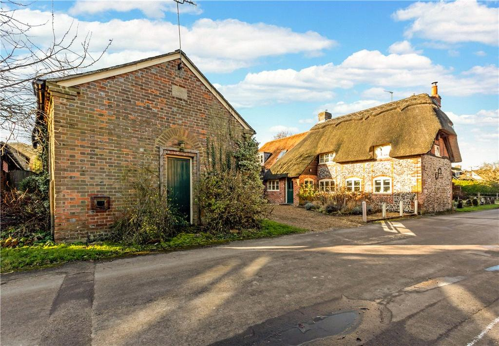 4 Bedrooms Detached House for sale in Eastbury, Hungerford, Berkshire, RG17