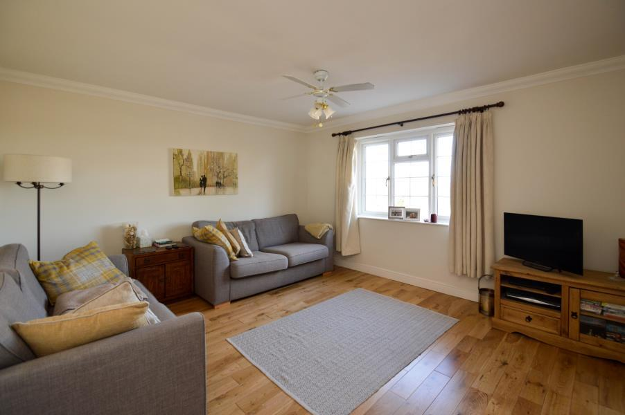 2 Bedrooms Flat for sale in Knights Place, Windsor