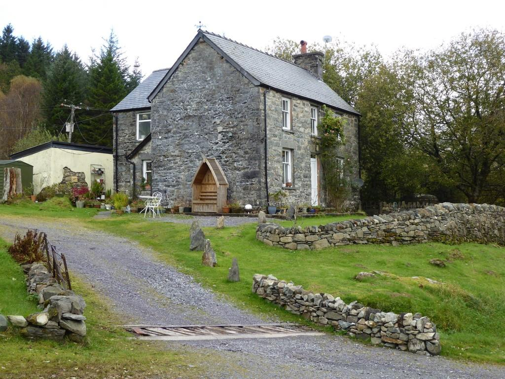 4 Bedrooms Detached House for sale in Dolwyddelan, Gwynedd, North Wales