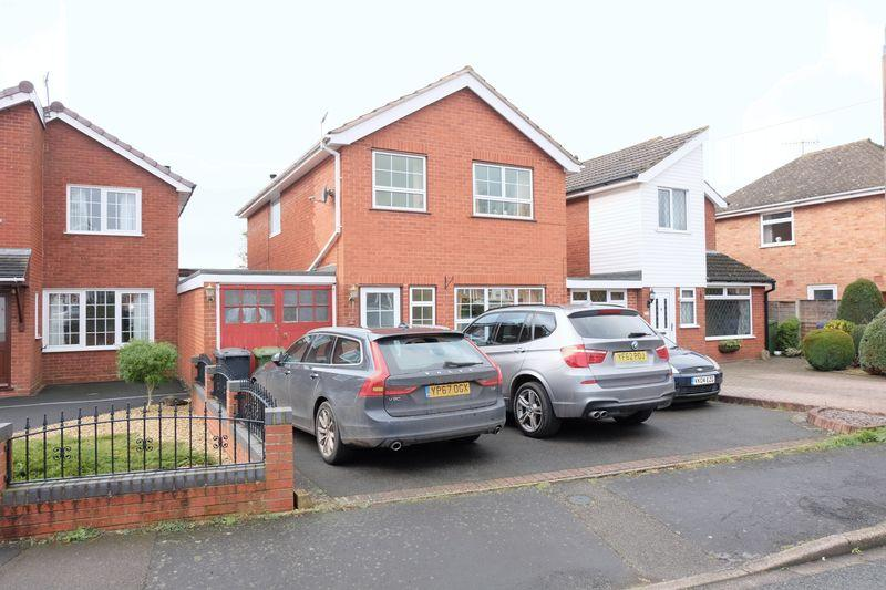 3 Bedrooms Link Detached House for sale in Pembroke Way, Stourport-On-Severn DY13 8RY