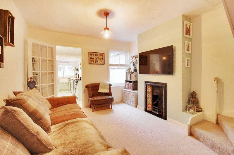 2 Bedrooms End Of Terrace House for sale in Gladstone Road, Horsham