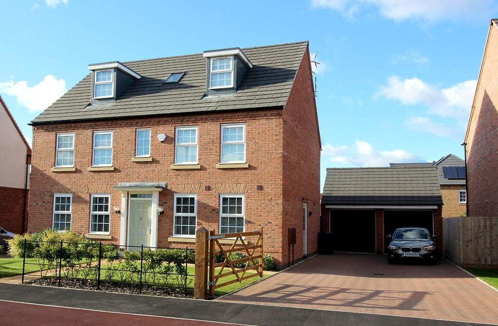 5 Bedrooms Detached House for sale in Macbeth Approach, Warwick