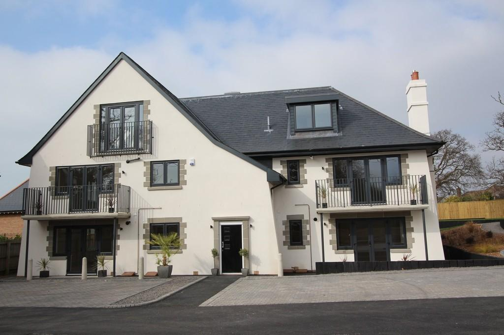 2 Bedrooms Ground Flat for sale in Barton Court Avenue, Barton On Sea