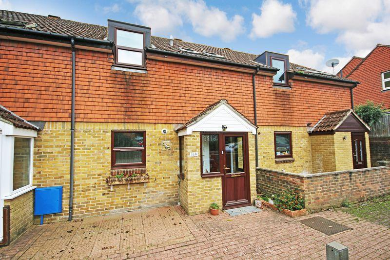 3 Bedrooms Terraced House for sale in Millstone Close, South Darenth, Dartford, DA4
