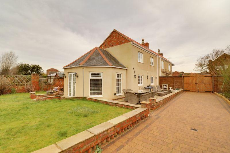 3 Bedrooms Cottage House for sale in Main Street, Althorpe