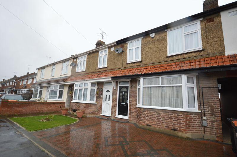 3 Bedrooms Terraced House for sale in St. Michaels Avenue, Dunstable