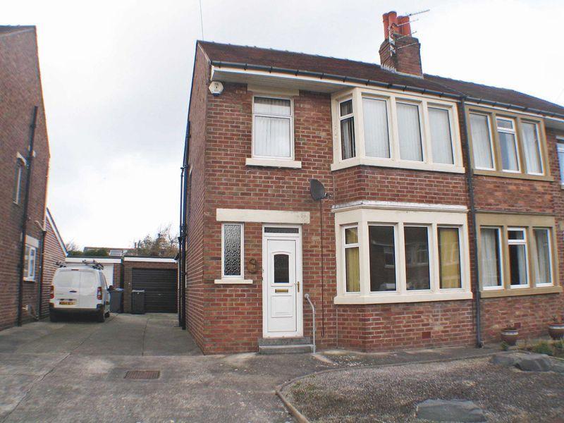 2 Bedrooms Semi Detached House for sale in Beckdean Avenue, Poulton-Le-Fylde