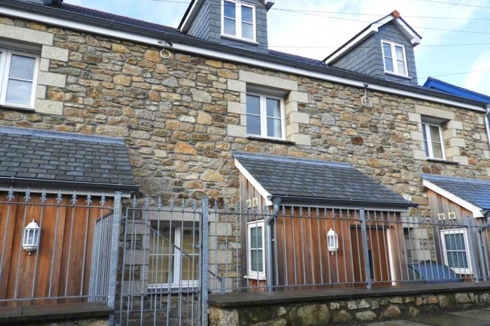 3 Bedrooms Town House for sale in 2 Harveys Terrace, Godolphin Road, HELSTON, TR13