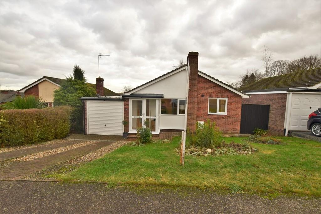 2 Bedrooms Detached Bungalow for sale in Castle Rise, Hadleigh, Ipswich IP7 6JL