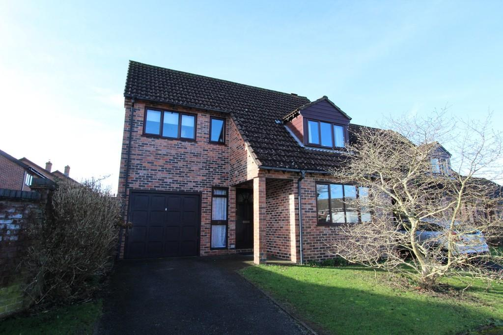 4 Bedrooms Detached House for sale in Holt Down, Petersfield, Hampshire