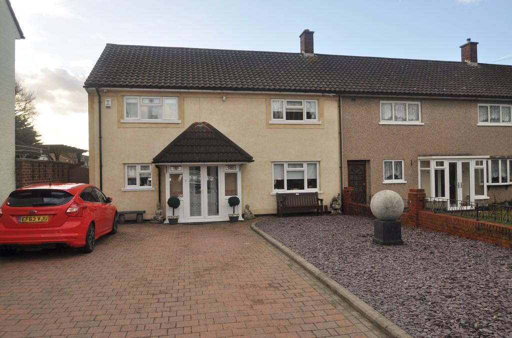 4 Bedrooms Semi Detached House for sale in Corringham, Stanford-le-Hope