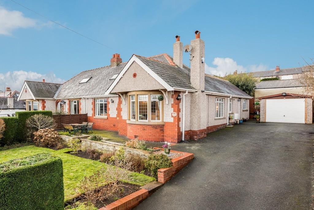 3 Bedrooms Semi Detached Bungalow for sale in Whitehall Road East