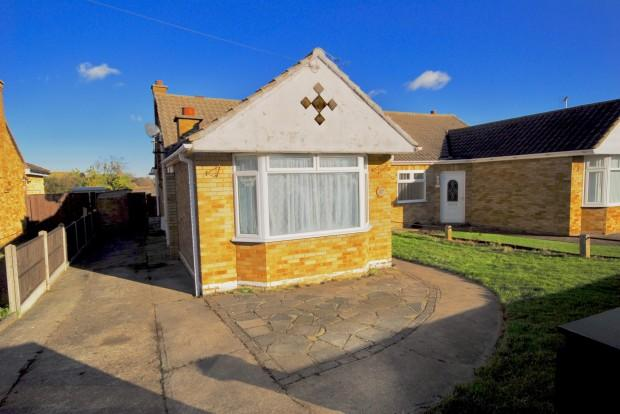 4 Bedrooms Semi Detached House for sale in Thames Crescent, Corringham, SS17