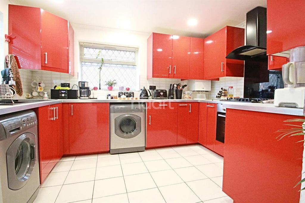 4 Bedrooms Bungalow for sale in Corsair Close, Staines Upon Thames