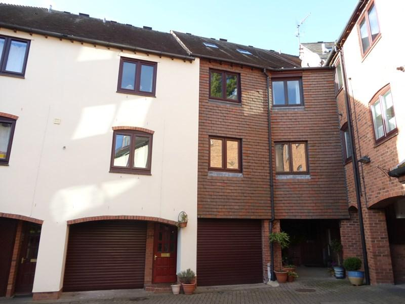 3 Bedrooms Terraced House for sale in Monks Walk, Evesham