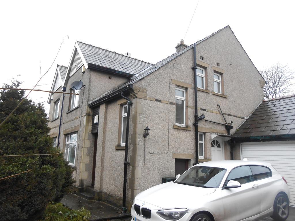 3 Bedrooms Semi Detached House for sale in Haworth Road, Wilsden BD15