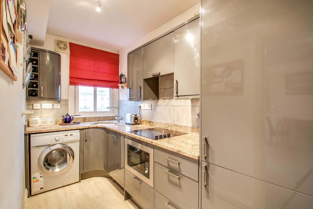 2 Bedrooms Flat for sale in Hayfield Passage