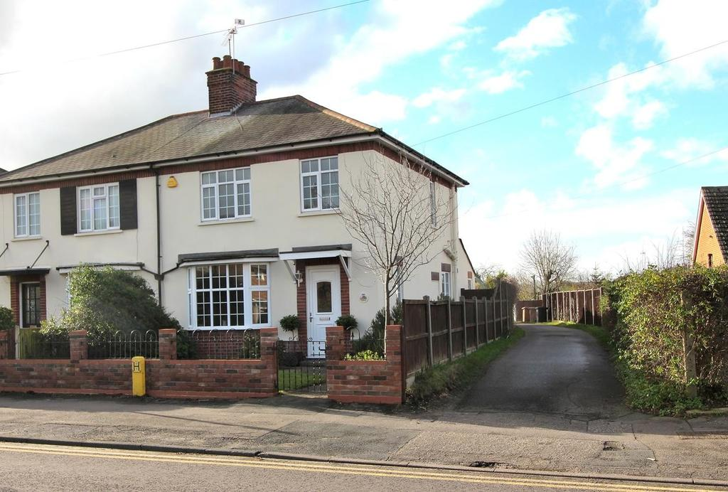 3 Bedrooms Semi Detached House for sale in Chelmsford, Essex, CM1