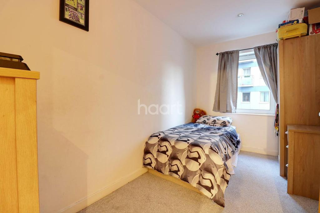 2 Bedrooms Flat for sale in Halyards Court, Western Road, Romford
