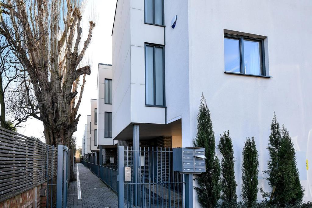 3 Bedrooms Terraced House for sale in Richmond Mews, Catford