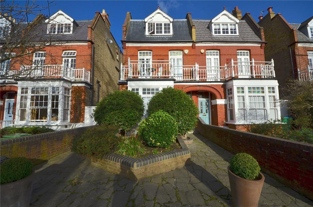 1 Bedroom Flat for sale in Lawn Crescent, Kew, Surrey