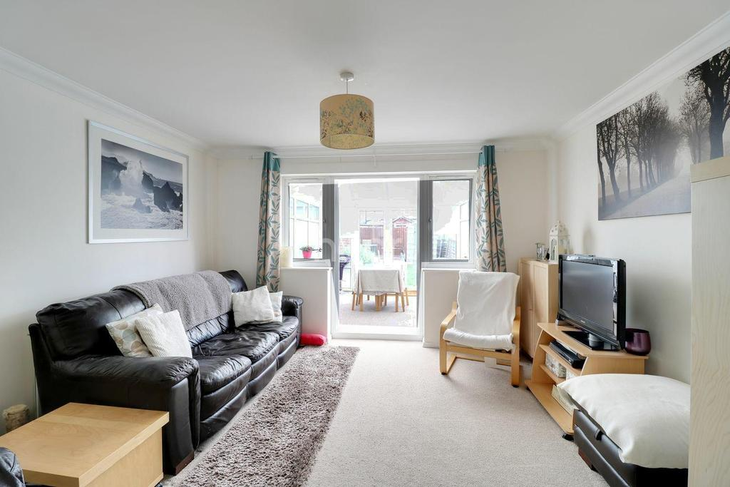 2 Bedrooms Terraced House for sale in Berry Close, Dagenham