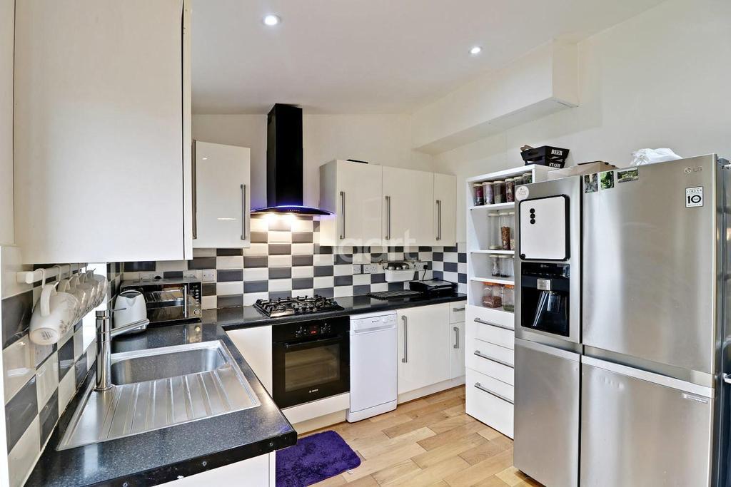 3 Bedrooms Terraced House for sale in Midhurst Gardens, Hillingdon