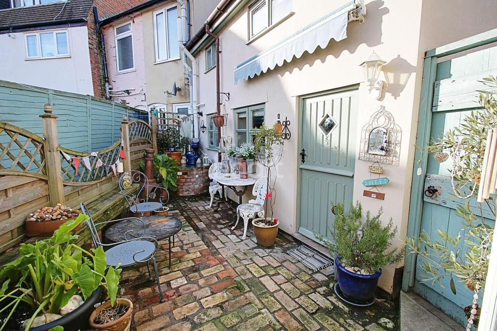 4 Bedrooms Cottage House for sale in Stowupland Street