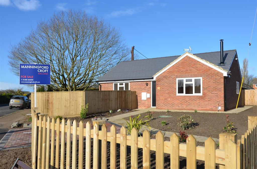 2 Bedrooms Bungalow for sale in Suthmere Drive, Burbage, Marlborough