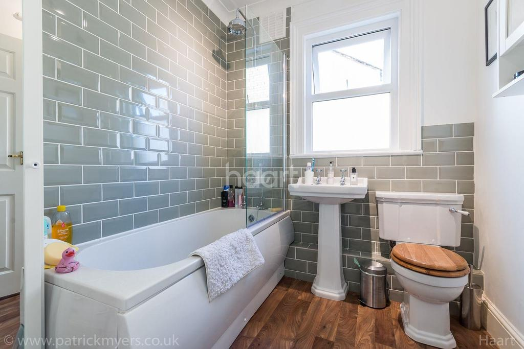 2 Bedrooms Flat for sale in Athenlay Road, Nunhead, London, SE15