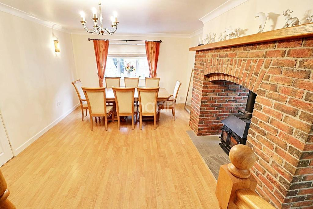 4 Bedrooms Bungalow for sale in Shiregate, Metheringham, Lincoln