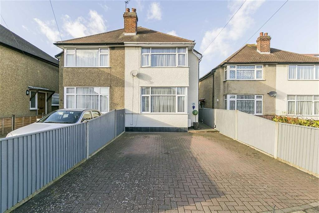2 Bedrooms Semi Detached House for sale in Cedarcroft Road, Chessington, Surrey