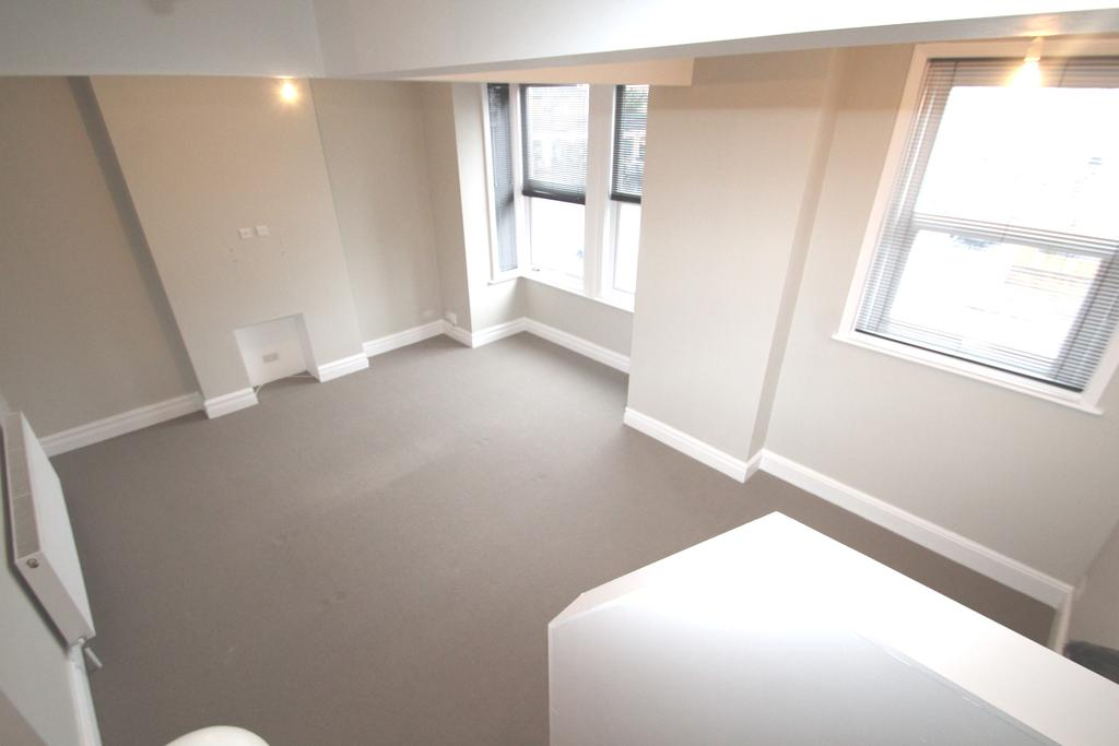 4 Bedrooms Maisonette Flat for sale in London Road, North End, Portsmouth PO2