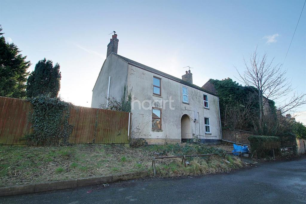 3 Bedrooms Semi Detached House for sale in North Street, Stanground, Peterborough
