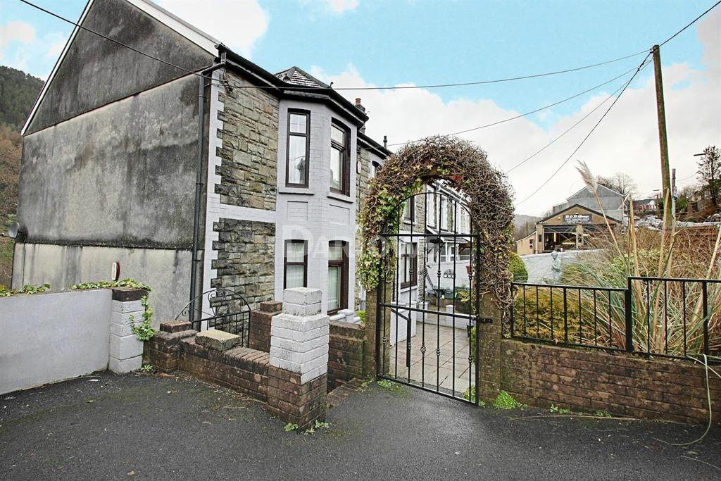 4 Bedrooms End Of Terrace House for sale in Oak Street, Abertillery, Gwent