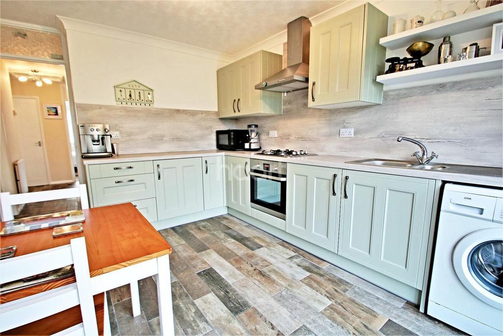 3 Bedrooms Bungalow for sale in Hampstead Avenue