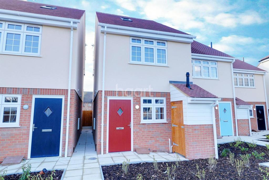 3 Bedrooms Semi Detached House for sale in Rose Garden, South Road, South Ockendon, RM15