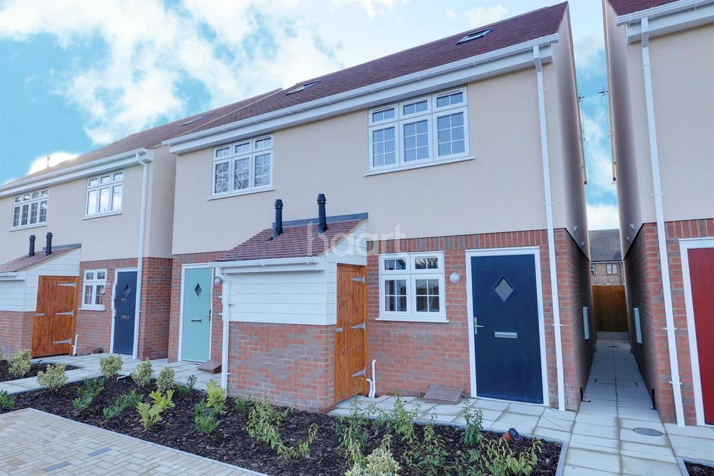 3 Bedrooms Semi Detached House for sale in Rose Gardens, South Road, South Ockendon, RM15