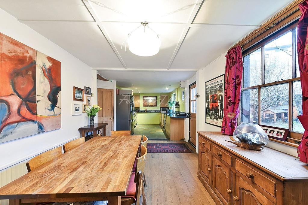 4 Bedrooms Terraced House for sale in Isabella Road, Hackney, E9