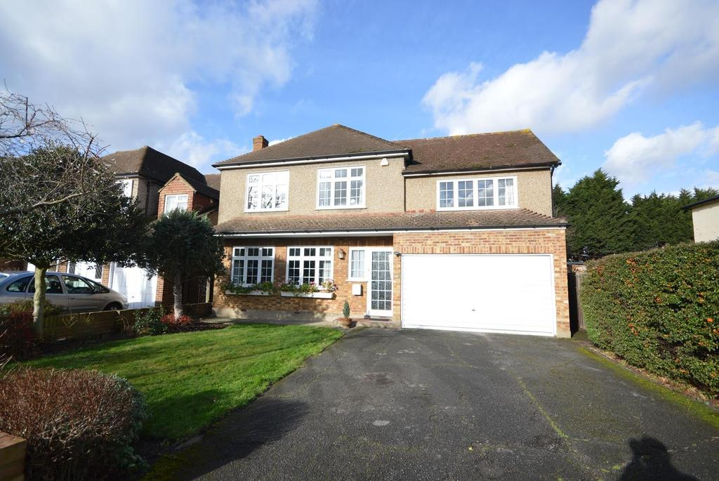 4 Bedrooms Detached House for sale in Brook Road, Gidea Park, RM2
