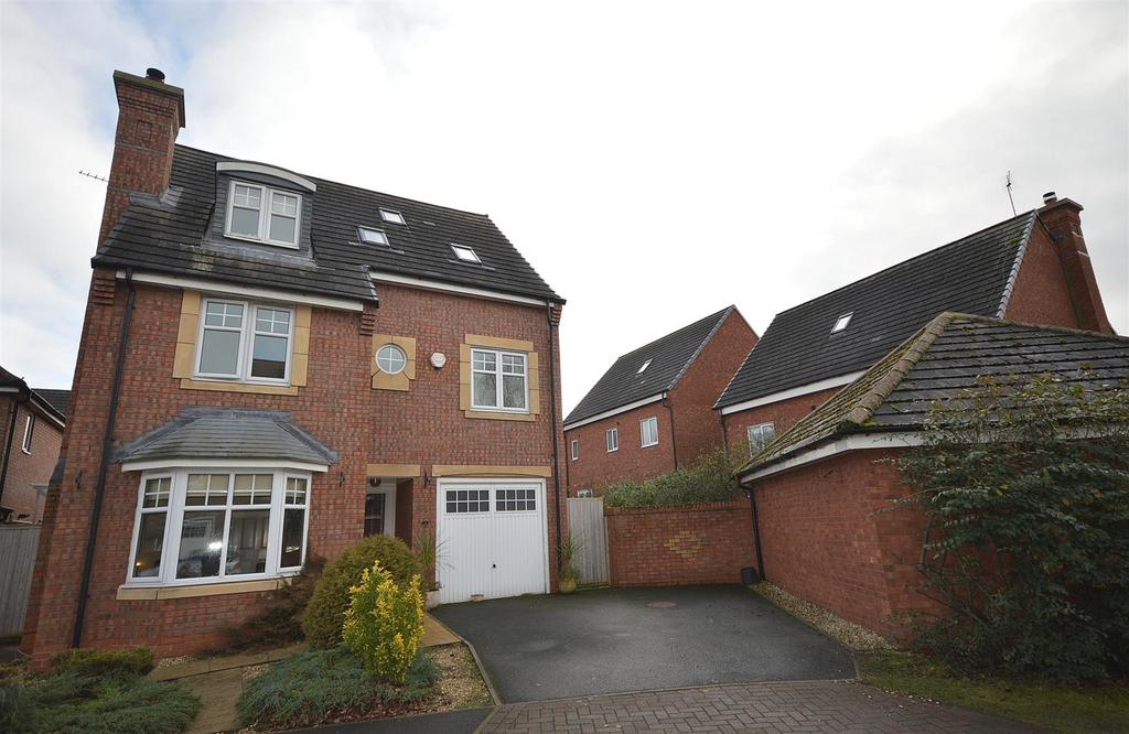 5 Bedrooms Town House for sale in Lanyard Way, Malkins Bank, Sandbach