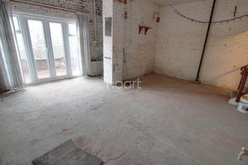 3 Bedrooms Semi Detached House for sale in Queens Hill Crescent, Newport,