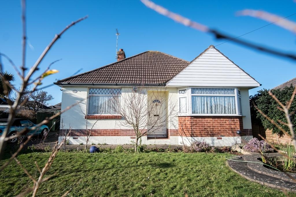 2 Bedrooms Bungalow for sale in Brixey Road, Poole