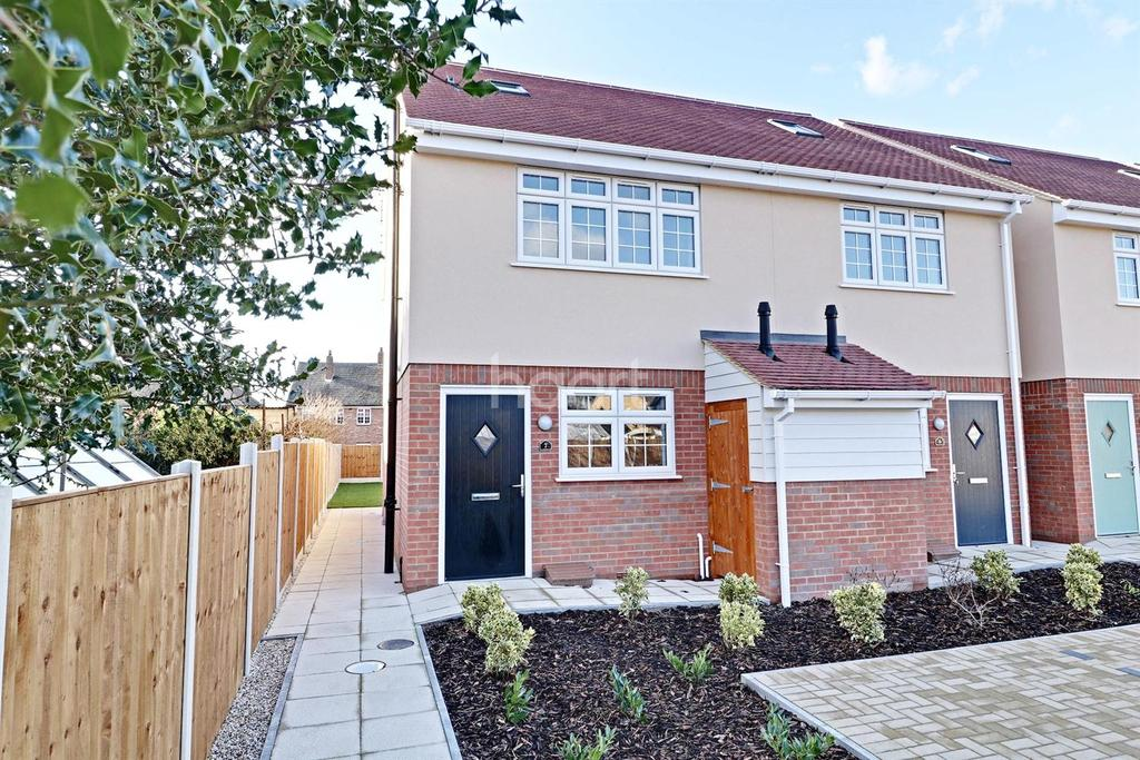 4 Bedrooms Semi Detached House for sale in Rose Garden, South Road, South Ockendon, RM15