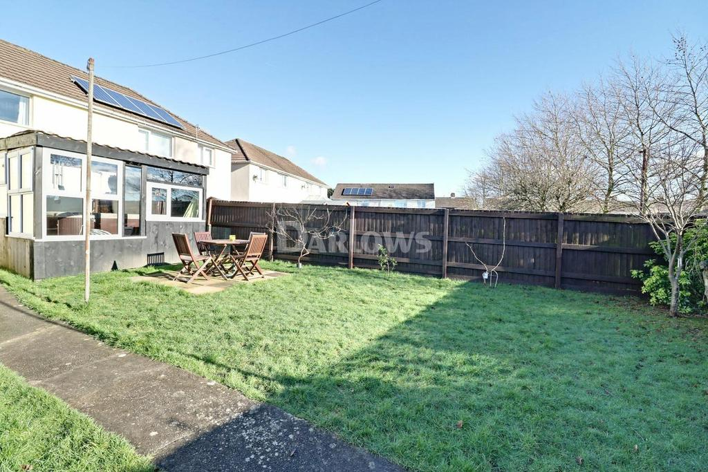 3 Bedrooms Semi Detached House for sale in Bryn Close, Trethomas