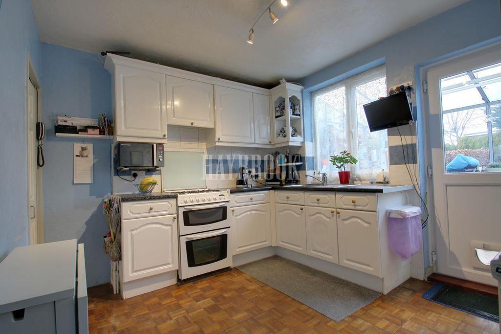 3 Bedrooms Semi Detached House for sale in Meadow Head Drive, Meadowhead, Sheffield