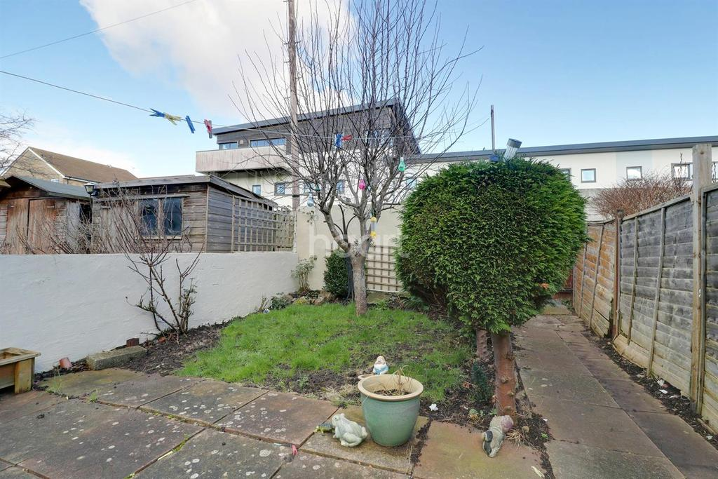 2 Bedrooms Terraced House for sale in Churchleaze